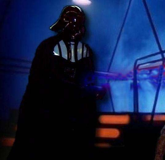 darth_vader_5_tesb_carbon_freezing_chamber_2.jpg