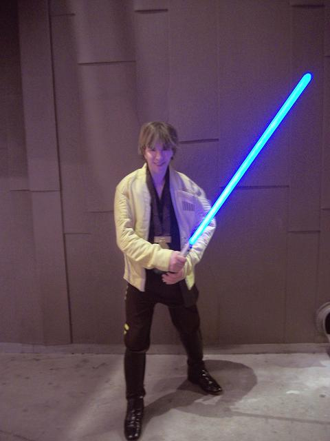 gerard_luke_skywalker_4_anh_victory_ceremony_jacket_lightsaber_1_a_smaller.jpg