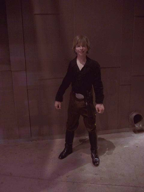 gerard_luke_skywalker_4_anh_victory_ceremony_jacketless_1_smaller_1.jpg